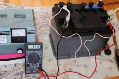 Сколько вольт выдает зарядное устройство для авто