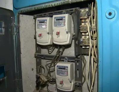 Кто должен менять электросчетчики в многоквартирном доме