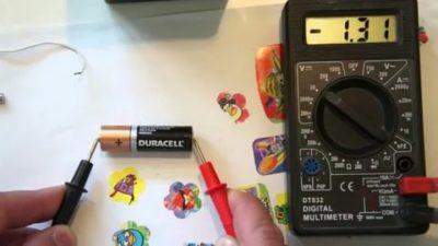 Как с помощью мультиметра определить плюс и минус