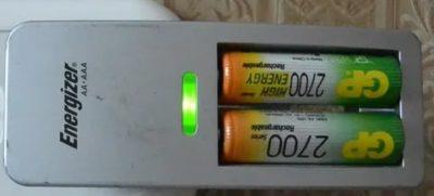 Можно ли заряжать обычные батарейки ааа