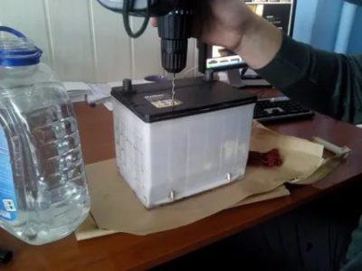 Как долить воду в аккумулятор