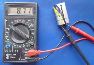 Как проверить батарейку АА