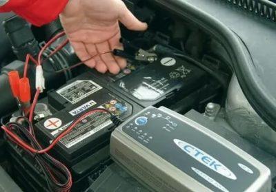 Как правильно зарядить севший аккумулятор