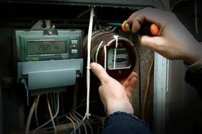 Кто должен менять электрический счетчик в квартире