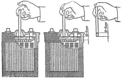 Сколько должно быть дистиллированной воды в аккумуляторе
