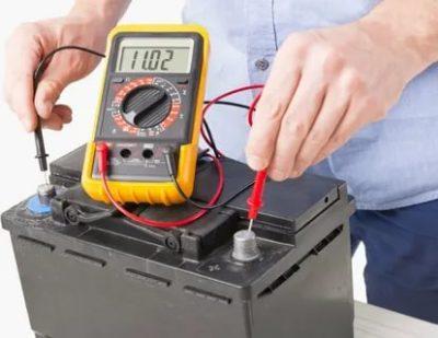 Как проверить аккумулятор Мультиметром под нагрузкой
