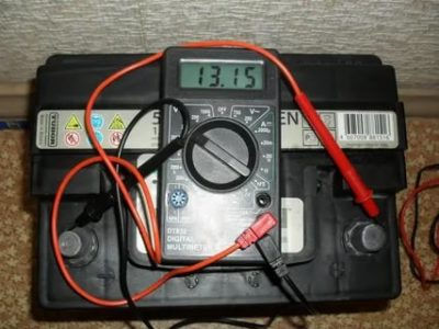Как проверить емкость аккумулятора автомобиля мультиметром