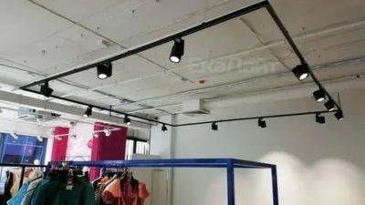 На каком расстоянии от стены вешать трековые светильники