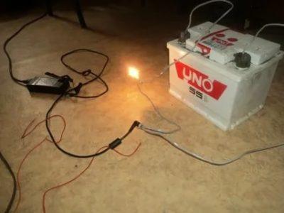 Как зарядить аккумулятор машины если нет зарядного устройства
